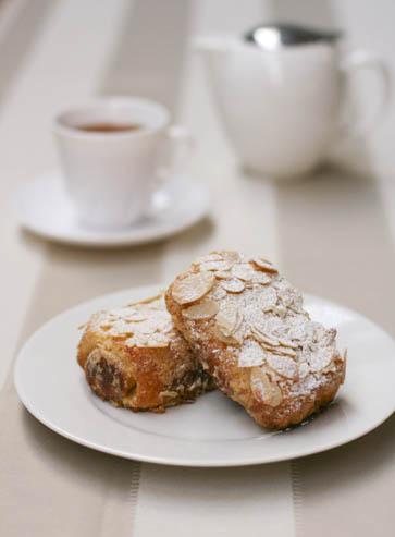 brioche-with-tea-2.jpg